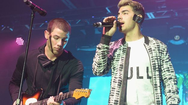 Nick And Joe Jonas Had A Magical Onstage Reunion