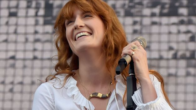 Watch Florence Welch Sing With A Fan In Hospice And Try Not To Weep