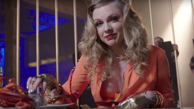 Permalink to Taylor Swift Bonds With A Rat In Her Latest Behind-The-Scenes Video Celebrity News