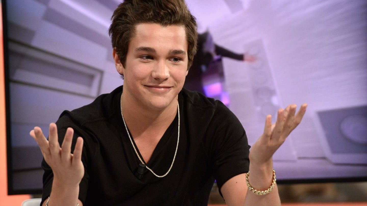 Is austin mahone dating a girl named nari