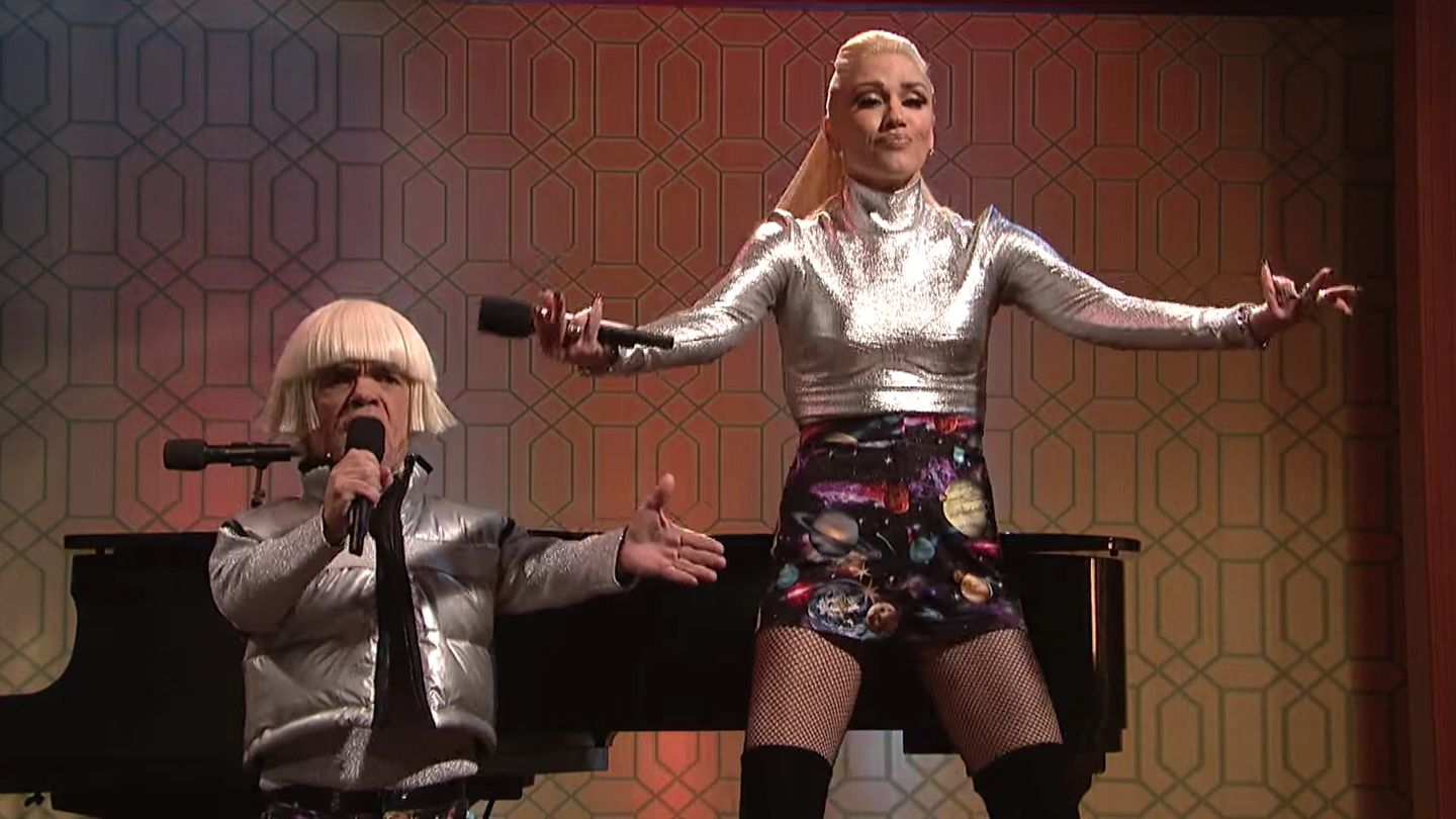 Peter Dinklage and Gwen Stefani Sing An Ode To Space Pants ...