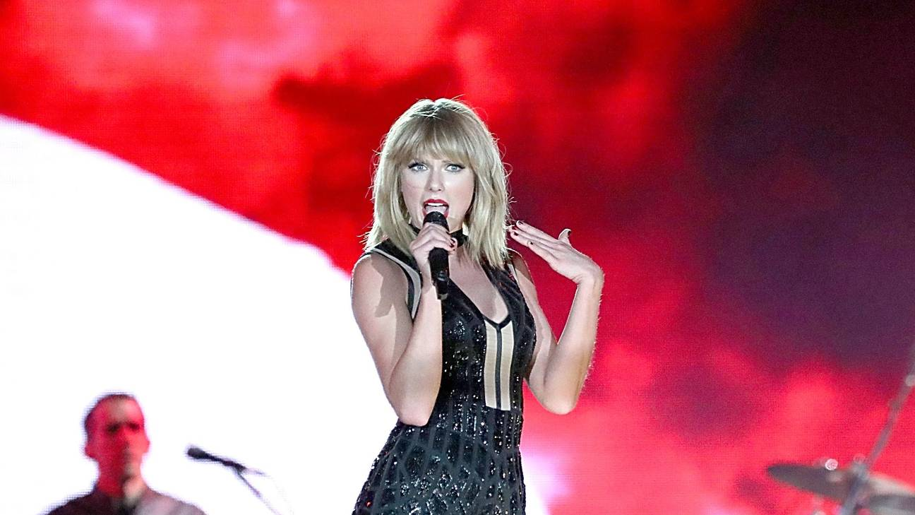 Taylor Swift Casually Works Calvin Harris's 'This Is What You Came For' Into Her Show