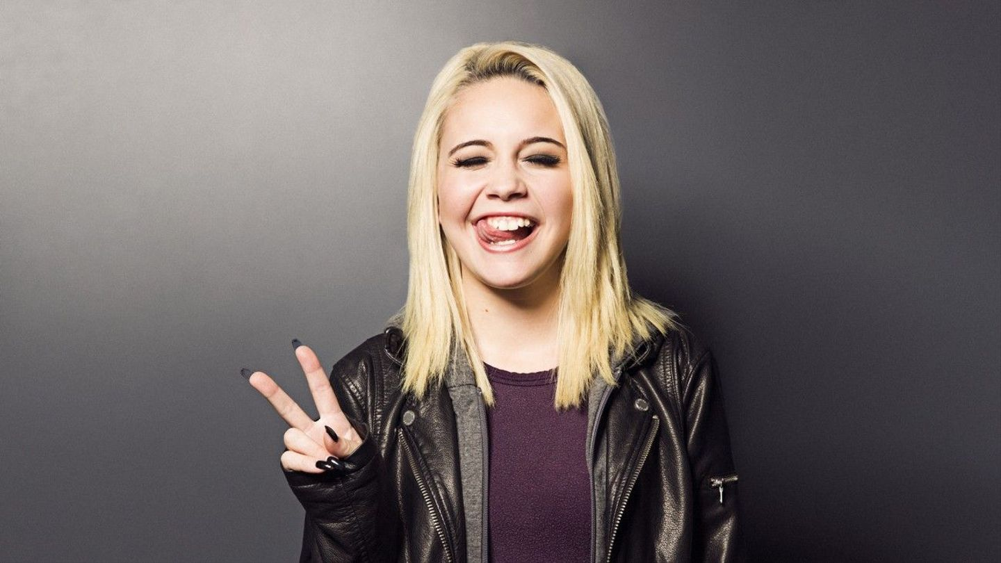 Bea miller 39 s baes who 39 s the 39 young blood 39 singer 39 s cinnamon apple mtv - Bea miller wallpaper ...