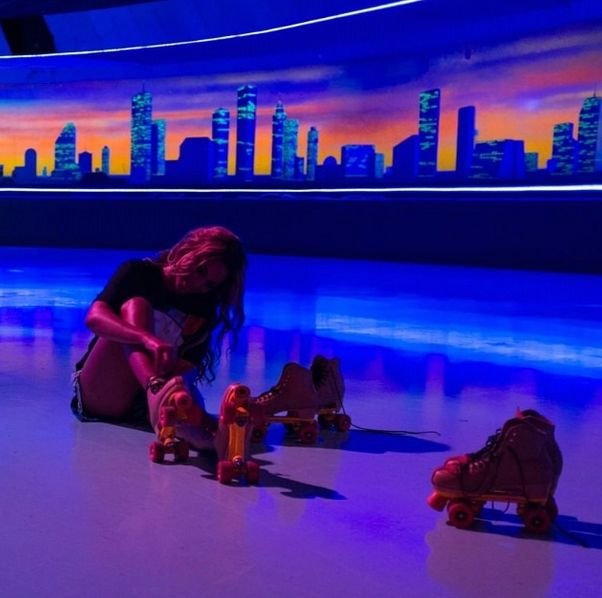 Beyonce Recreates Blow At A Houston Roller Rink See The