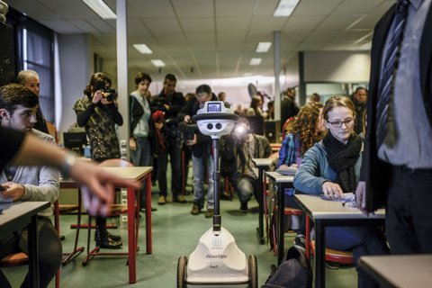 FRANCE-TECHNOLOGY-EDUCATION-SCHOOL-ROBOT