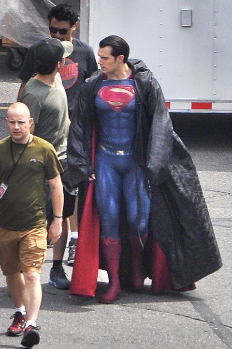 EXCLUSIVE: FIRST LOOK Henry Cavill in updated SUPERMAN Costume for Superman vs Batman: Dawn of Justice