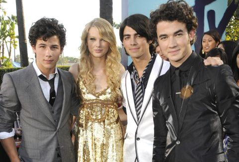 Nick Jonas, Taylor Swift, Joe Jonas and Kevin Jonas