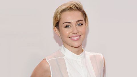 Miley Cyrus - Página 36 Miley-cyrus-gender-shirt-1435855512.jpg?quality=0
