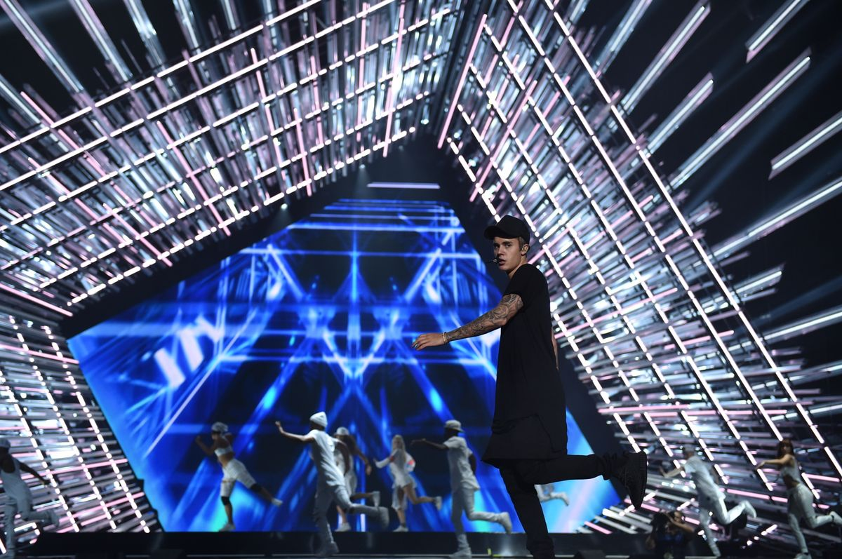LOS ANGELES, CA - AUGUST 28:  Singer Justin Bieber rehearses onstage for the 2015 MTV Video Music Awards at Microsoft Theater on August 28, 2015 in Los Angeles, California.  (Photo by John Shearer/Getty Images for MTV.com)