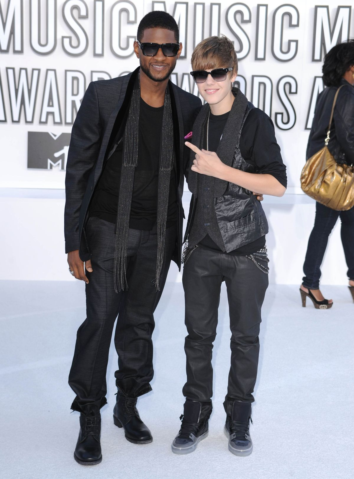 LOS ANGELES, CA - SEPTEMBER 12: Usher and Justin Bieber attends the 2010 MTV Video Music Awards at Nokia Theatre L.A. Live on September 12, 2010 in Los Angeles, California. (Photo by Steve Granitz/WireImage)