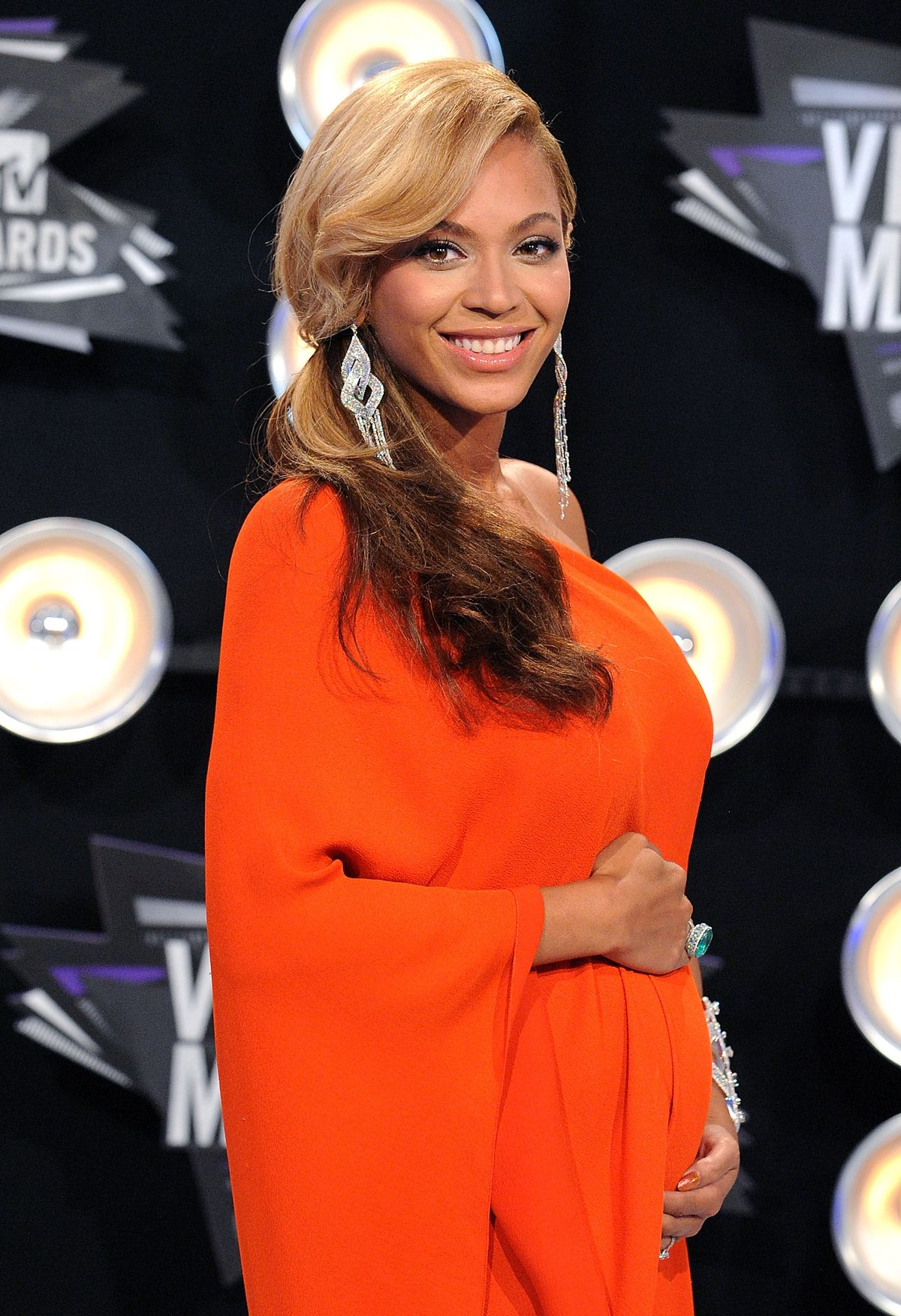 LOS ANGELES, CA - AUGUST 28: Actress/singer Beyonce arrives at the 2011 MTV Video Music Awards held at Nokia Theatre L.A. Live on August 28, 2011 in Los Angeles, California. (Photo by Jon Kopaloff/FilmMagic)