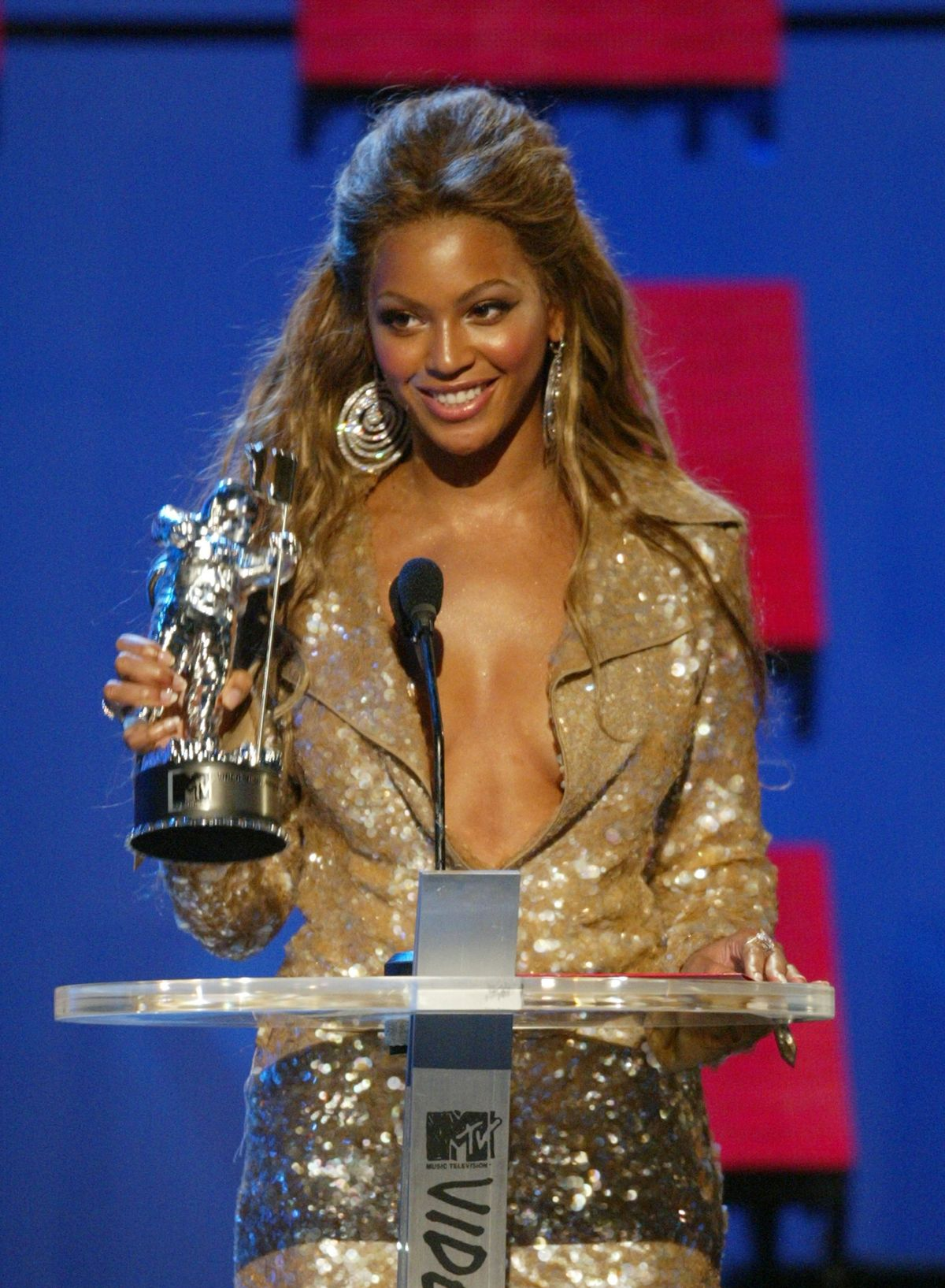Beyonce Knowles wins the award for Best R&B Video, her first of three awards for the evening at the 2003 MTV Video Music Awards. (Photo by Kevin Kane/WireImage)
