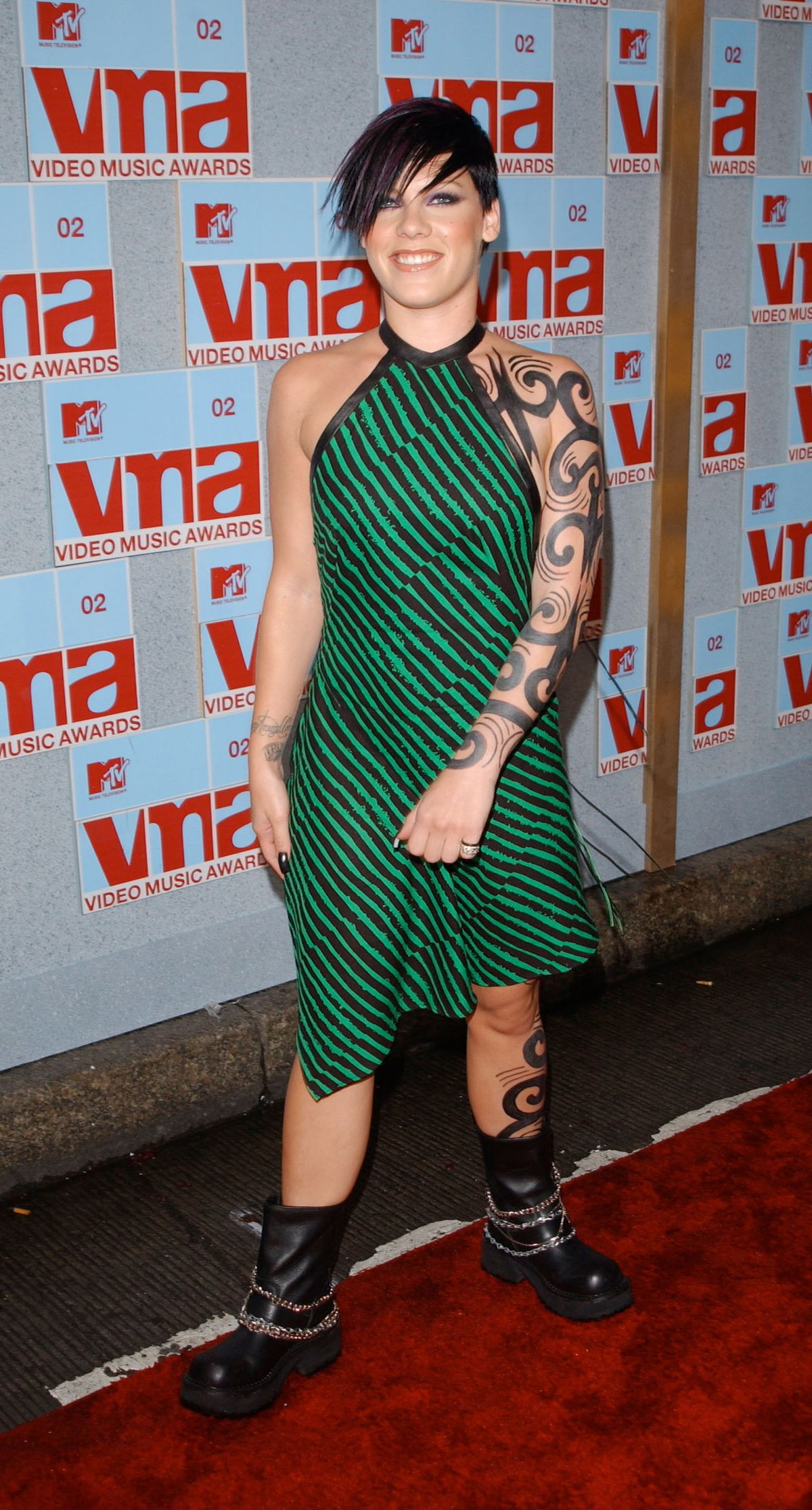 NEW YORK - AUGUST 29:  Singer Pink arrives at the 2002 MTV Video Music Awards at Radio City Music Hall August 29, 2002 in New York City.  (Photo by Mark Mainz/Getty Images)