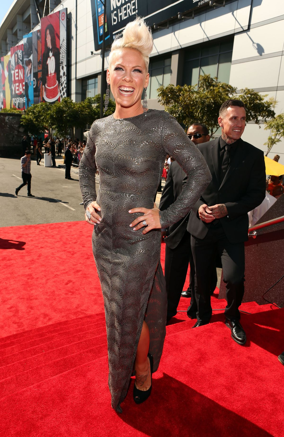 LOS ANGELES, CA - SEPTEMBER 06:  Singer Pink arrives at the 2012 MTV Video Music Awards at Staples Center on September 6, 2012 in Los Angeles, California.  (Photo by Christopher Polk/Getty Images)