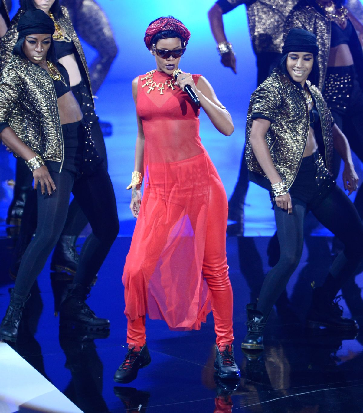 LOS ANGELES, CA - SEPTEMBER 06:  Rihanna performs onstage during the 2012 MTV Video Music Awards at Staples Center on September 6, 2012 in Los Angeles, California.  (Photo by Kevin Mazur/WireImage)