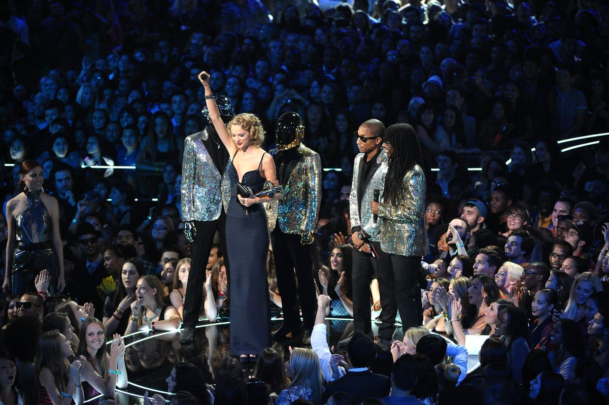 NEW YORK, NY - AUGUST 25:  (L-R) Taylor Swift, Pharrell Williams, Daft Punk and Nile Rodgers speak onstage during the 2013 MTV Video Music Awards at the Barclays Center on August 25, 2013 in the Brooklyn borough of New York City.  (Photo by Michael Loccisano/FilmMagic)