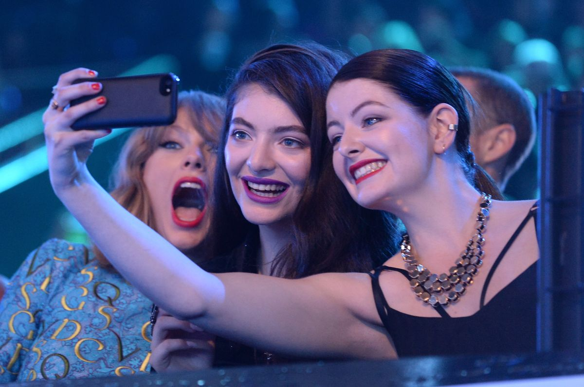INGLEWOOD, CA - AUGUST 24: (L-R) Recording artists Taylor Swift, Lorde and guest take a selfie at the 2014 MTV Video Music Awards at The Forum on August 24, 2014 in Inglewood, California. (Photo by Jeff Kravitz/MTV1415/FilmMagic)