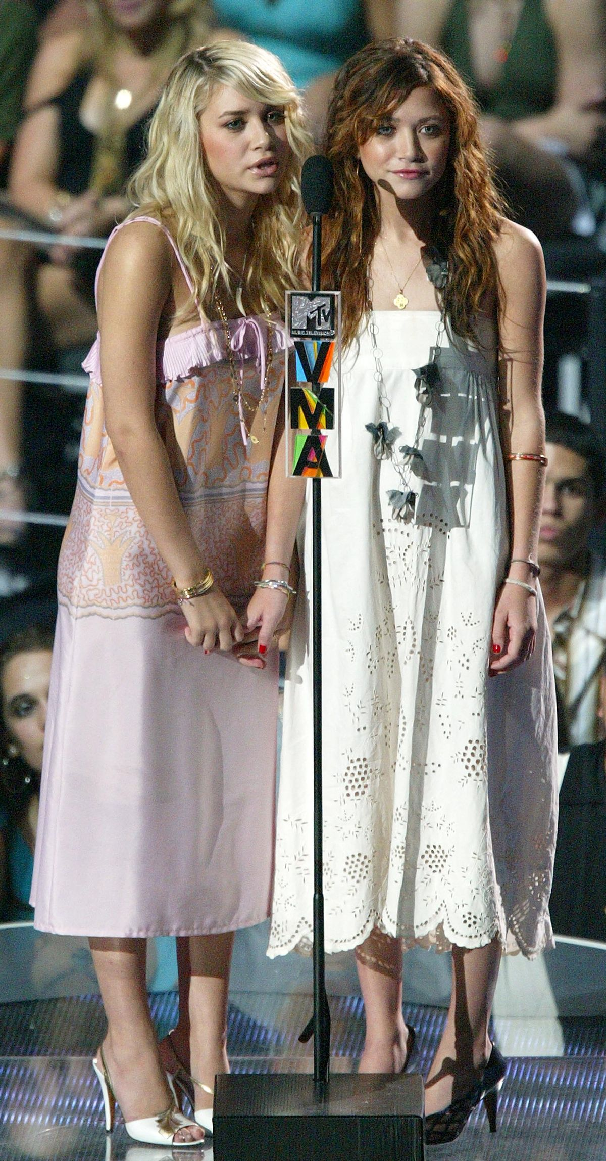 MIAMI - AUGUST 29: Actresses Ashley and Mary-Kate Olsen introduce Jessica Simpson's performance at the 2004 MTV Video Music Awards at the American Airlines Arena August 29, 2004 in Miami, Florida. (Photo by Kevin Winter/Getty Images)