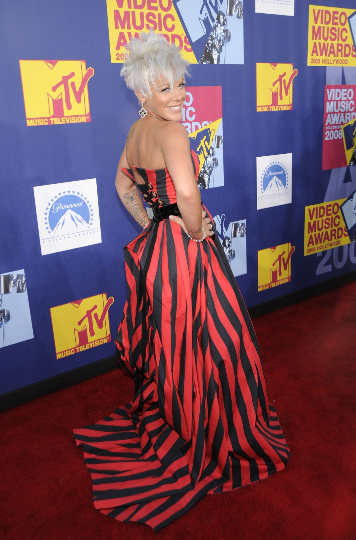 LOS ANGELES, CA - SEPTEMBER 07:  Pink arrives on the red carpet of the 2008 MTV Video Music Awards at Paramount Pictures Studios on September 7, 2008 in Los Angeles, California.  (Photo by Kevin Mazur/WireImage)