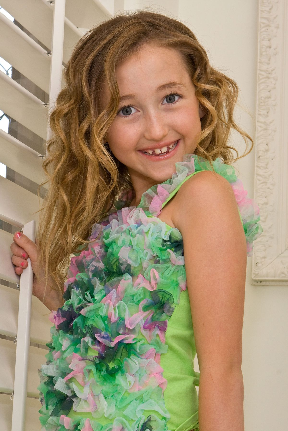 NORTH HOLLYWOOD, CA - APRIL 22: Actress Noah Cyrus poses at the official Lollipops and Rainbows Photo Shoot on April 22, 2009 in North Hollywood, California. (Photo by Chelsea Lauren/WireImage)