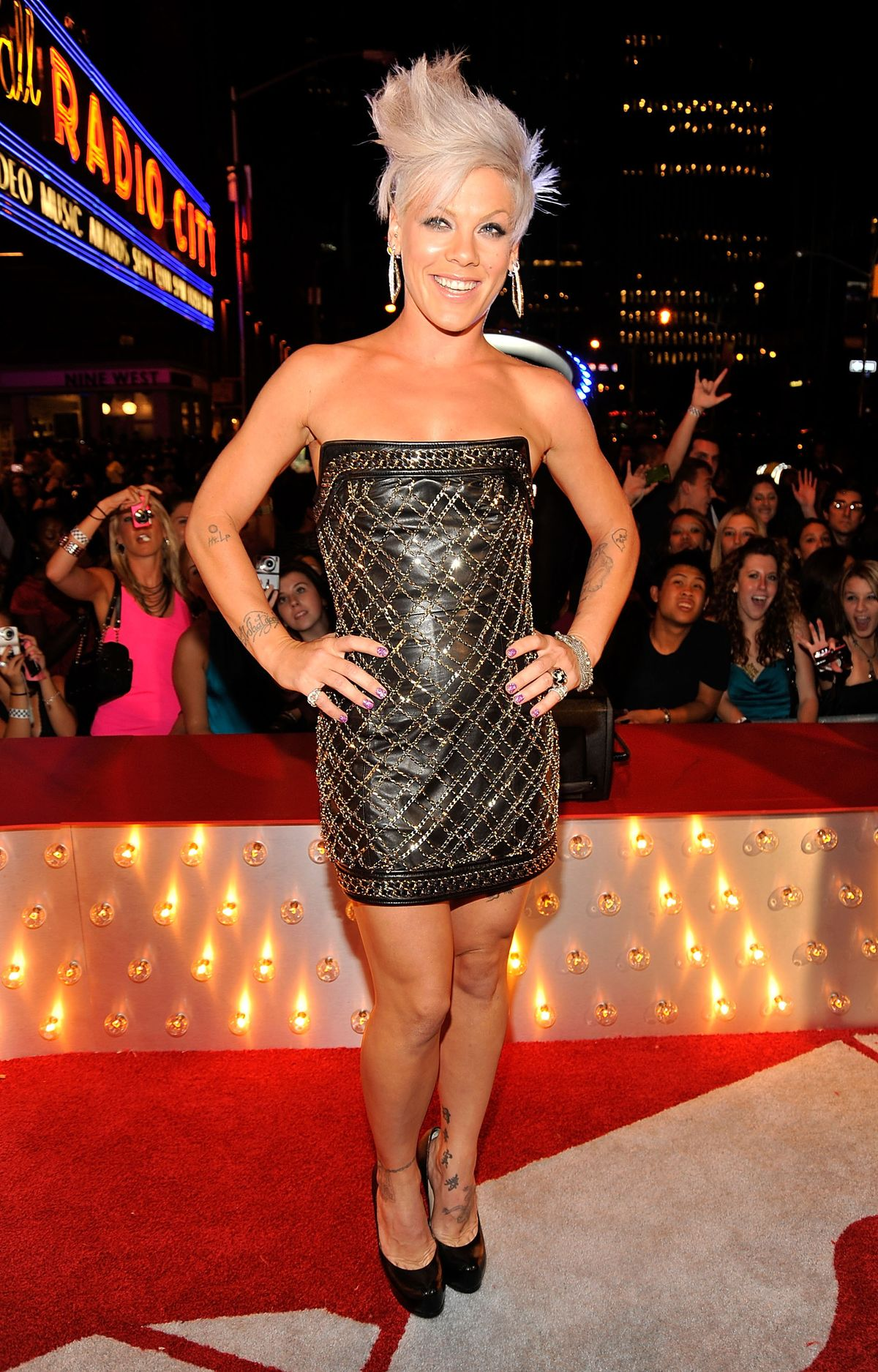 NEW YORK - SEPTEMBER 13: Singer Pink attends the 2009 MTV Video Music Awards at Radio City Music Hall on September 13, 2009 in New York City.  (Photo by Kevin Mazur/WireImage)
