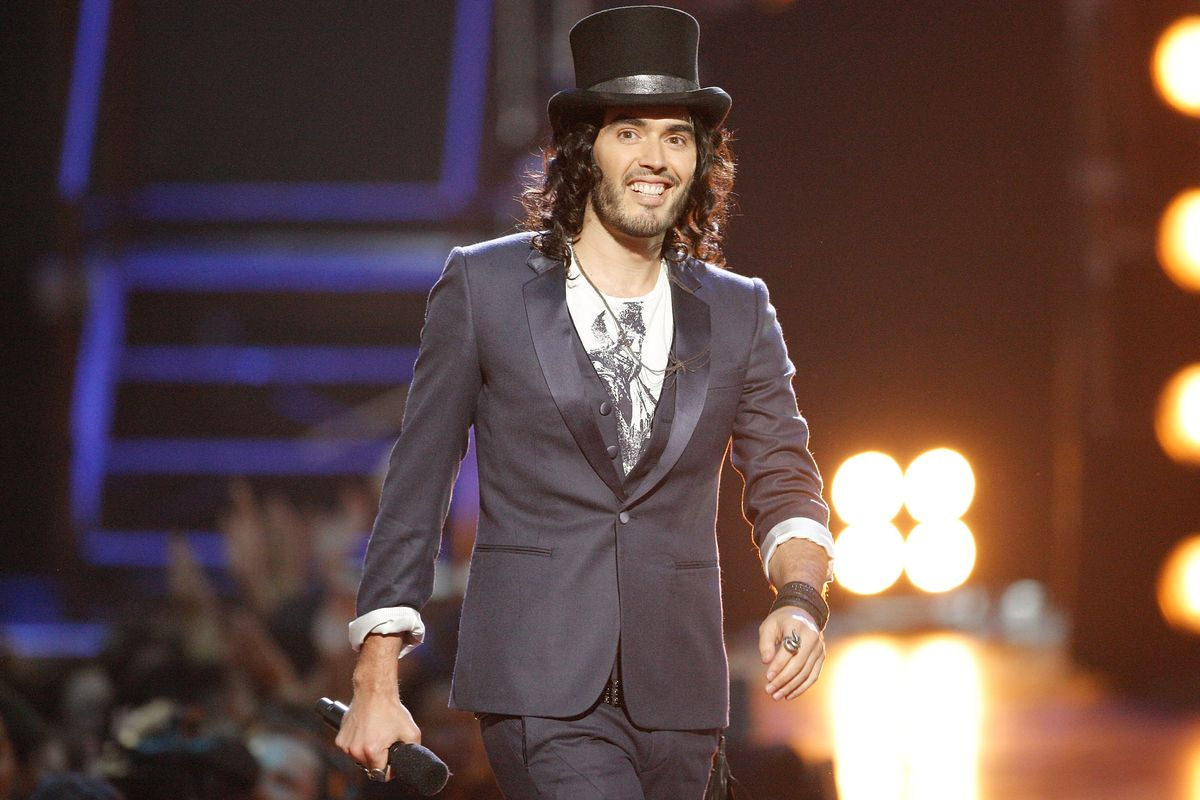 NEW YORK - SEPTEMBER 13: Russell Brand hosts the 2009 MTV Video Music Awards at Radio City Music Hall on September 13, 2009 in New York City. (Photo by Christopher Polk/Getty Images)
