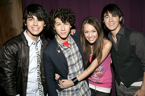 joe jonas and miley cyrus dating who