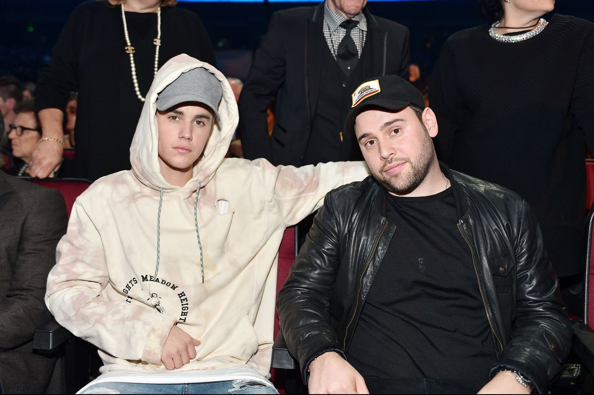 LOS ANGELES, CA - NOVEMBER 22: Singer Justin Bieber (L) attends the 2015 American Music Awards at Microsoft Theater on November 22, 2015 in Los Angeles, California. (Photo by Stefanie Keenan/AMA2015/Getty Images)