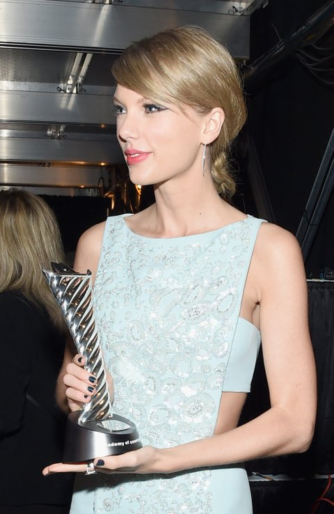 ARLINGTON, TX - APRIL 19: Honoree Taylor Swift (holding the 50th Anniversary Milestone Award) poses backstage at the 50th Academy of Country Music Awards at AT&T Stadium on April 19, 2015 in Arlington, Texas. (Photo by Larry Busacca/ACM2015/Getty Images for dcp)