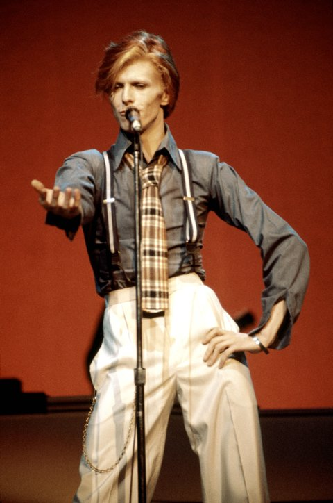 UNITED STATES - OCTOBER 01:  RADIO CITY MUSIC HALL  Photo of David BOWIE, performing live onstage on Philly Dogs Tour  (Photo by Steve Morley/Redferns)