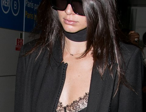 PARIS, FRANCE - SEPTEMBER 29:  Model Kendall Jenner is seen at Charles-de-Gaulle airport on September 29, 2015 in Paris, France.  (Photo by Marc Piasecki/GC Images)