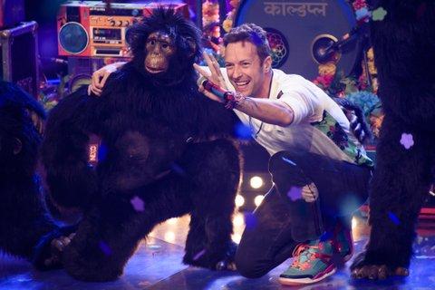 BERLIN, GERMANY - DECEMBER 17: The band Coldplay with it's singer Chris Martin attend the TV show 'The Voice Of Germany - Finals' on December 17, 2015 in Berlin, Germany. (Photo by Clemens Bilan/Getty Images)