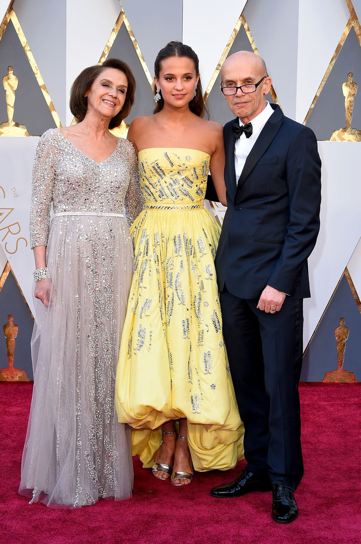 HOLLYWOOD, CA - FEBRUARY 28: (L-R) Maria Fahl Vikander, actress Alicia Vikander and Svante Vikander attend the 88th Annual Academy Awards at Hollywood & Highland Center on February 28, 2016 in Hollywood, California. (Photo by Steve Granitz/WireImage)
