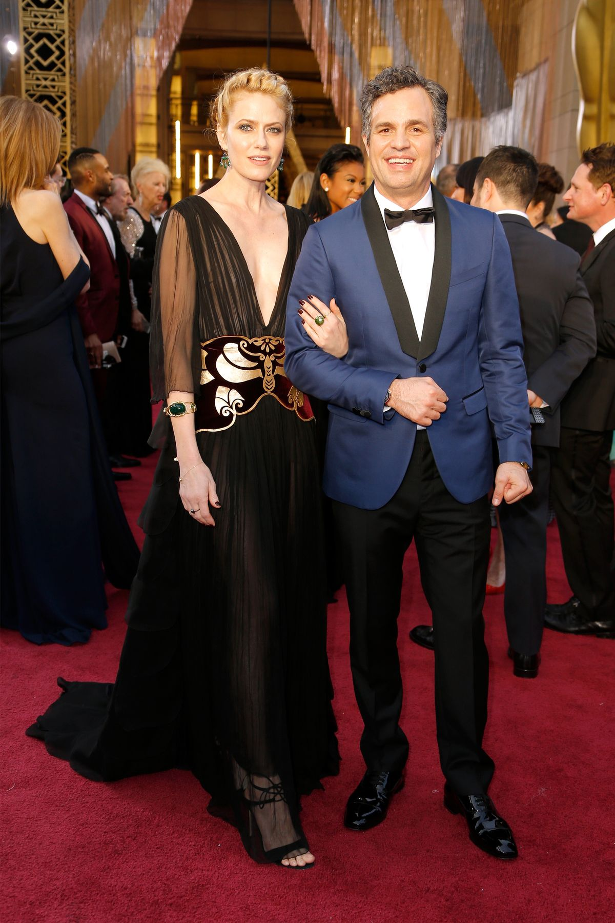 HOLLYWOOD, CA - FEBRUARY 28: Actress Sunrise Coigney (L) and actor Mark Ruffalo attend the 88th Annual Academy Awards at Hollywood & Highland Center on February 28, 2016 in Hollywood, California. (Photo by Jeff Vespa/WireImage)