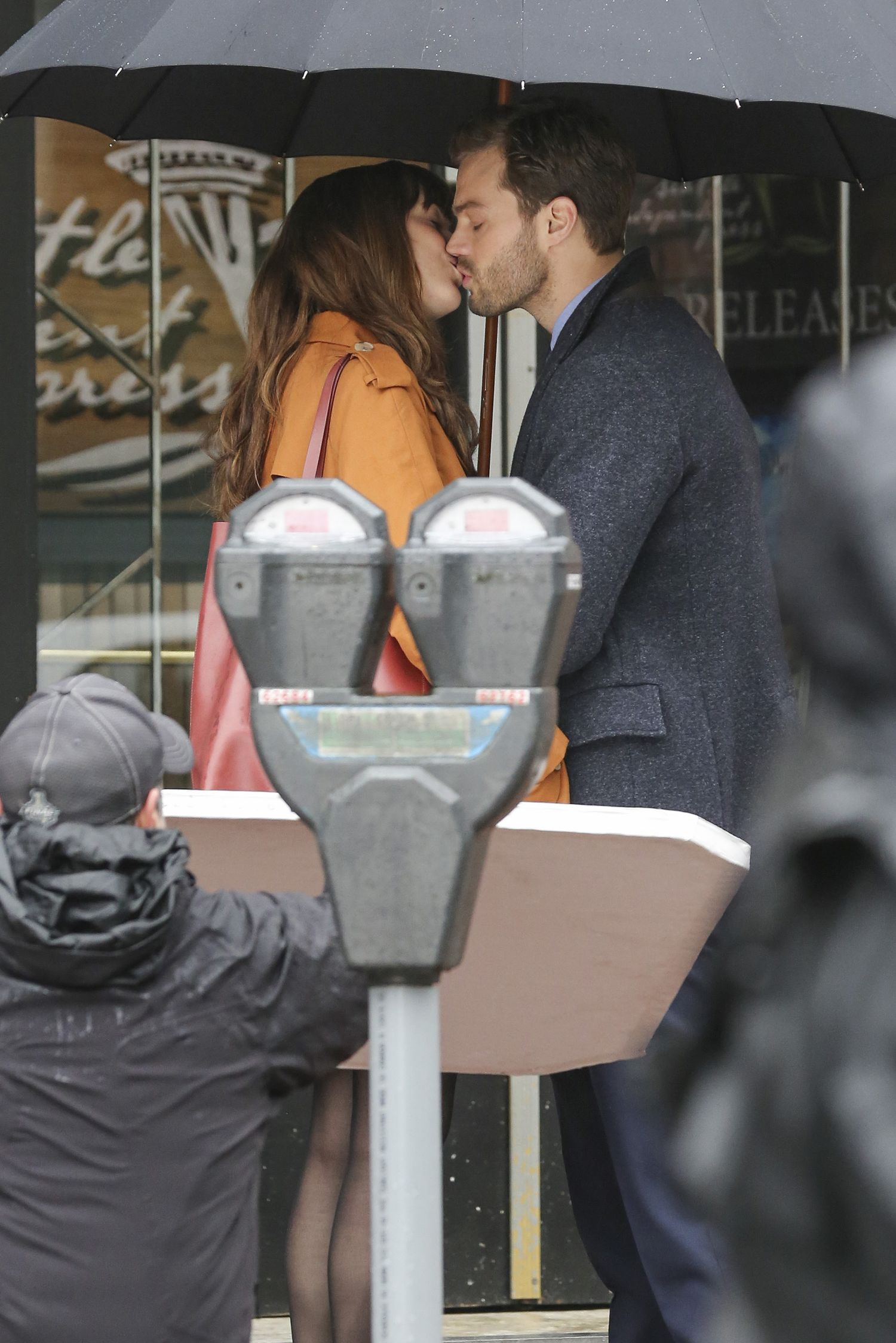 Jamie Dornan and Dakota Johnson are back in Vancouver to begin production on 'Fifty Shades Darker' the sequel to last year's $500M+ hit to 'Fifty Shades of Grey.' Now sporting some bad boy scruff, Jamie Dornan waits for Dakota Johnson outside of 'Seattle Independent Publishing' the company Anastasia Steele (Dakota) works at. They exchange a kiss before going for a brief walk where she gives Mr. Grey a present! Pictured: jamie dornan, dakota johnson Ref: SPL1234796 010316 Picture by: Splash News Splash News and Pictures Los Angeles: 310-821-2666 New York: 212-619-2666 London: 870-934-2666 photodesk@splashnews.com
