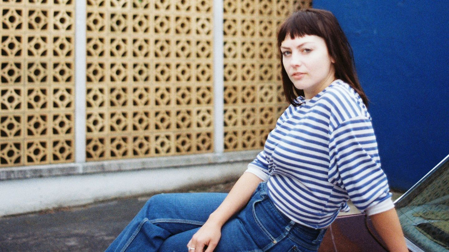 Angel Olsen Isn T Who You Think She Is Mtv