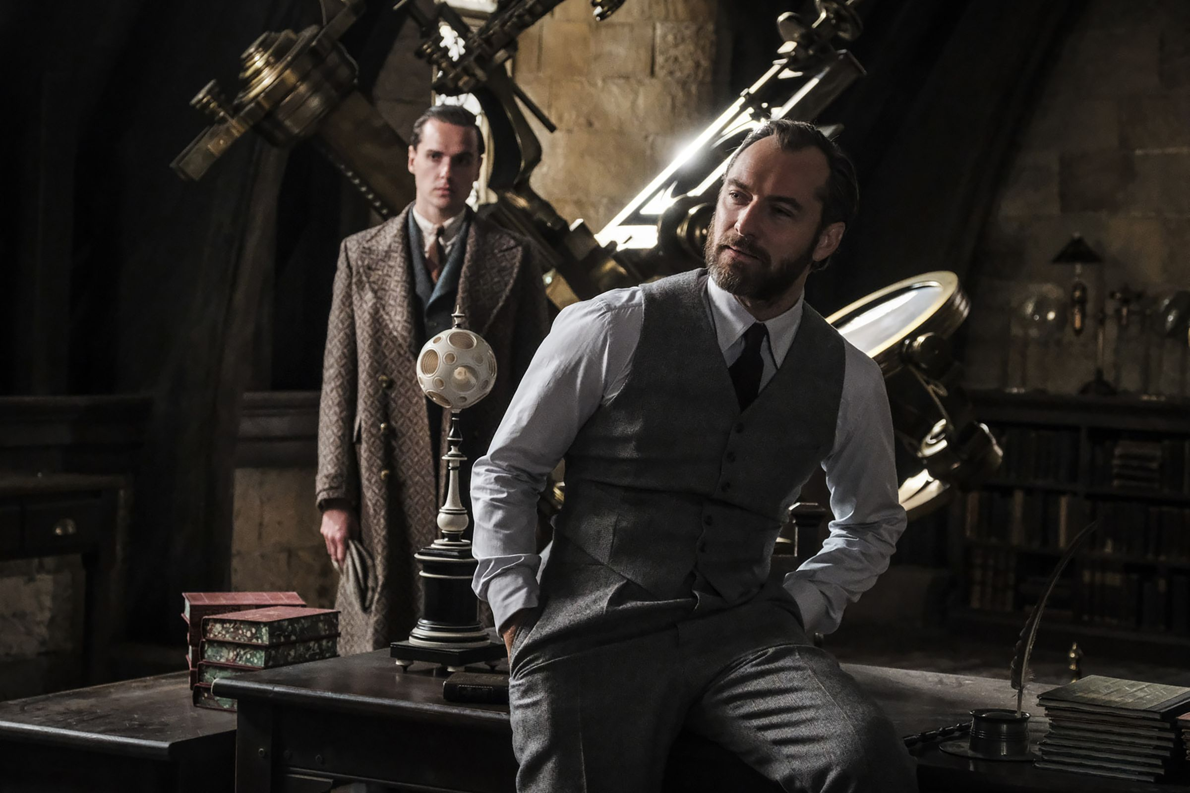 Young Dumbledore Is Unnervingly Hot In New Fantastic Beasts: The Crimes Of Grindelwald Photos 2